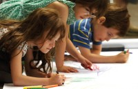 children_drawing_with_crayons